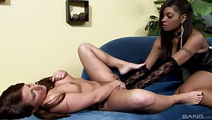 Interracial lesbian couple Casey Cumz and Dee Rida try a strapon