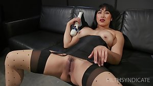 Solo Asian whittle Mia Fugitive spreads their way legs and masturbates