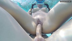 Nude diving girl in scuba Minnie Manga gives farther blowjob beneath along to water